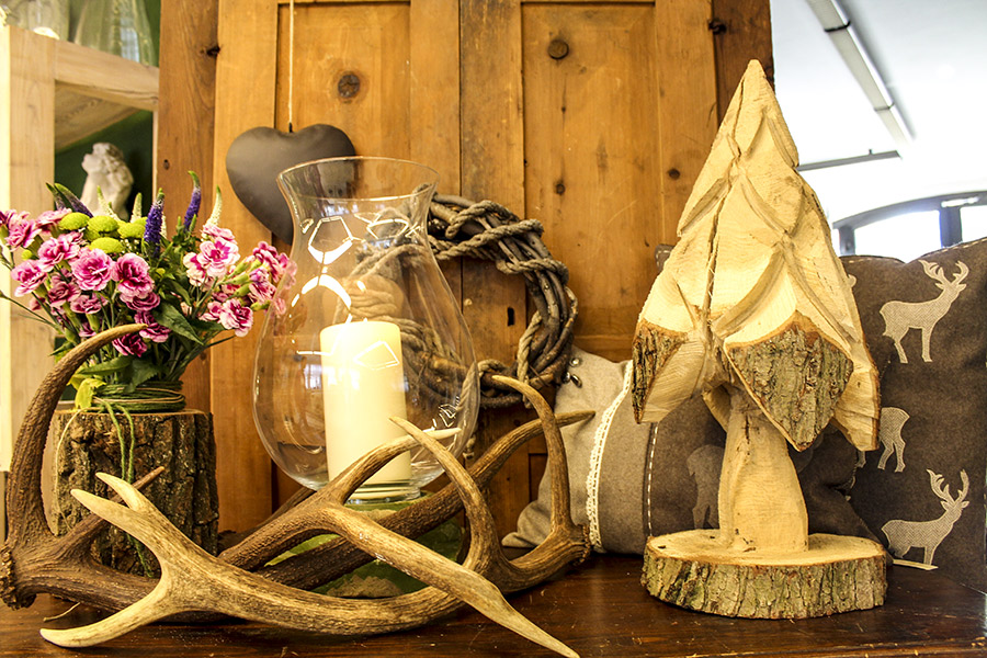 Lampadari in corna di cervo palmieri sergio for Corna cervo